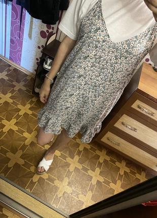 Летнее цветочное платье комбинация на бретельках с рюшей