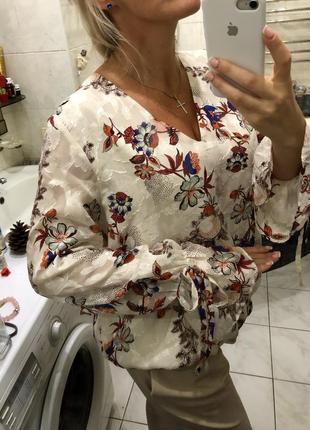Красивая нарядная блуза , цветы , бантики на рукавах , r studio