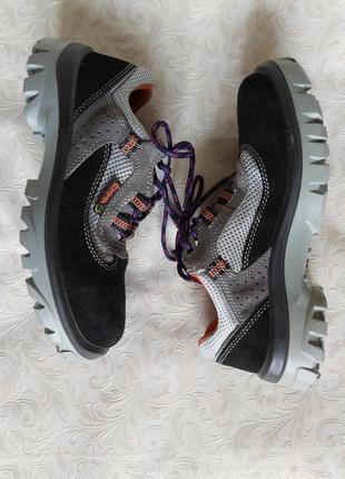 Кроссовки ботинки защитные safety shoes  39 р