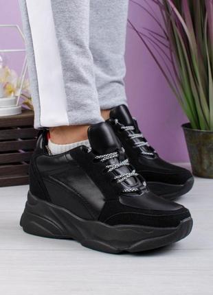 Стильные черные высокие кроссовки на платформе массивные модные кроссы деми