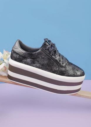 Стильные серые кроссовки на платформе массивные модные кроссы хит