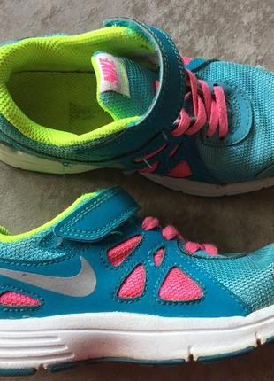 Nike кроссовки на девочку размер 29,5