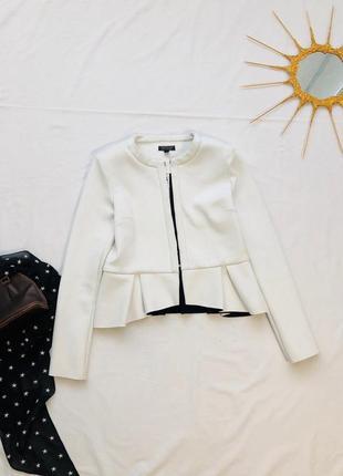 Демисезонная куртка с баской