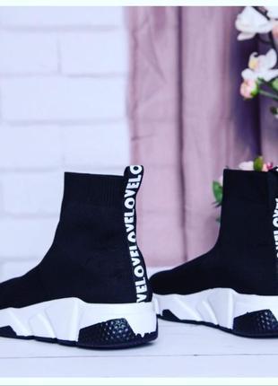 Стильні кросівки!