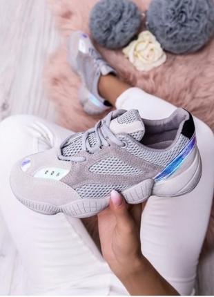 Кросівки стильні та зручні!