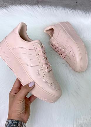 Новые шикарные женские пудровые кроссовки