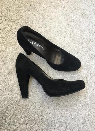 Новые португальские замшевые туфли