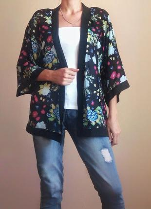 Черное кимоно накидка с цветочным принтом
