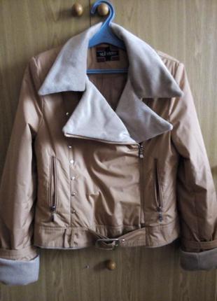 Куртка весенняя кремового цвета