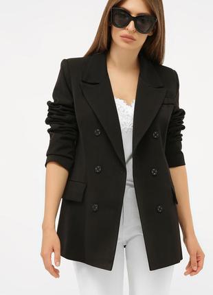 Двубортный черный пиджак с длинным рукавом
