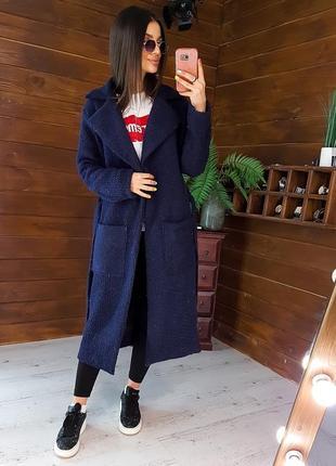 Темно-синее фактурное пальто приталенное поясом