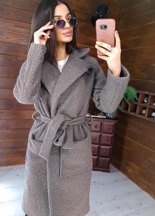 Фактурное пальто приталенное поясом
