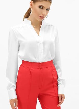 Изящная шелковая блузка белого цвета