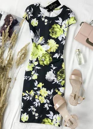 Платье обтягивающего силуэта в крупные цветы dr 1948085  diva