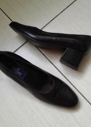Кожаные легкие туфли 38 размер