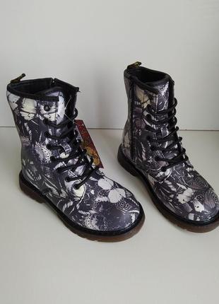 Актуальные ботинки на шнуровке