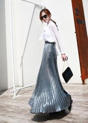 Сверкающая плиссированная юбка макси длины в отличном состоянии