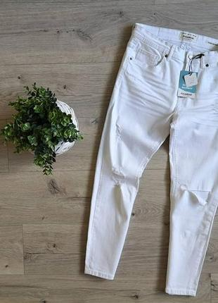 Pull & bear  стильные джинсы в белоснежном цвете