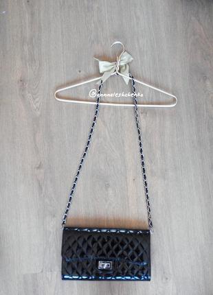 Лаковый чёрный клатч