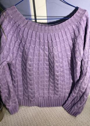 Лавандовый свитер с широким горлом