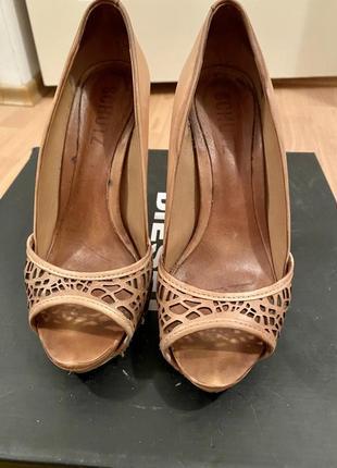 Шкіряні туфлі schutz