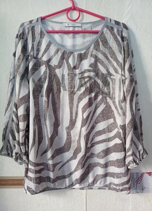 Винтажная блуза с серебрянной отделкой и надписью на груди
