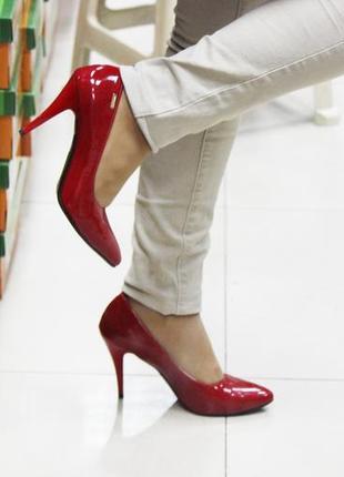 Женские туфли лодочки красные лаковые