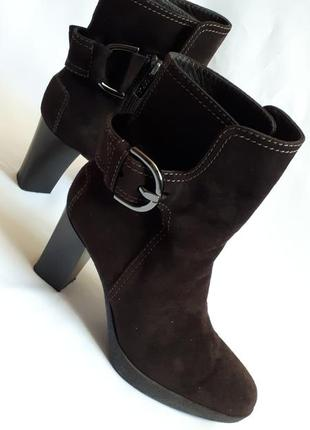Демисезонные замшевые ботинки tod's (размер 39)