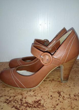 Туфли на среднем каблуке, коричневые. dorothy perkins.