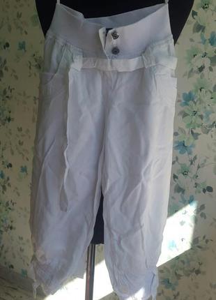 Белые бриджи с карманами