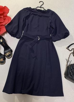 Шикарное фактурное платье с поясом и красивыми рукавами-буфами