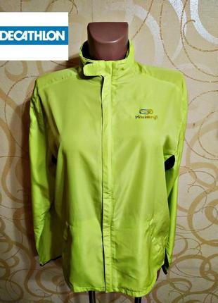 Куртка-ветровка салатового цвета decathlon