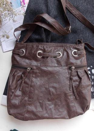 Красивая коричневая сумка мешок