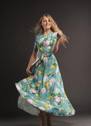 Шикарное платье с цветочным принтом
