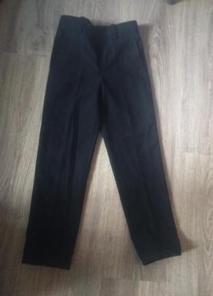 Школьные брюки на мальчика ( худенького) возраст 7-8 лет