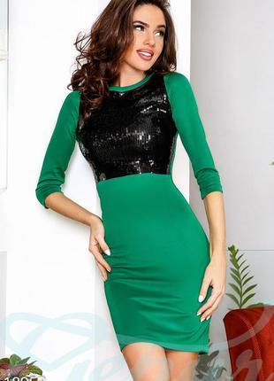 Платье-миди-футляр зелёное с паетками