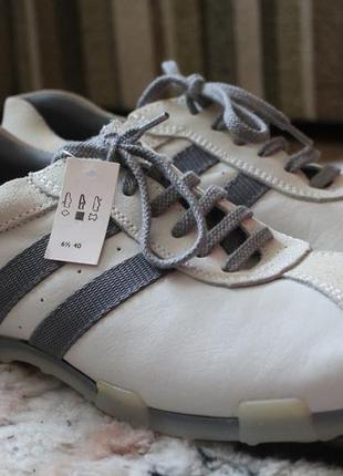 Кожаные кроссовки с замшевыми вставками