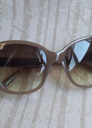 Стильные солнцезащитные очки + чехол