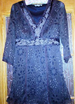 Платье с элементами вышивки и кружева