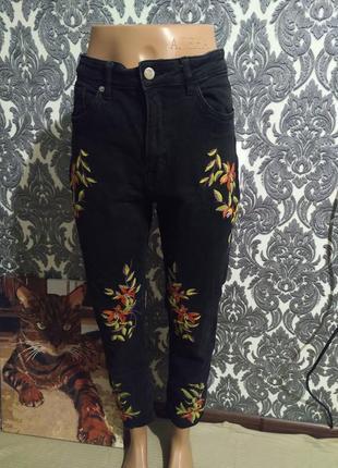 Трендовые джинсы мом высокая посадка с вышивками 😍✨