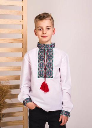 Рубашка подростковая с колоритной роскошной вышивкой