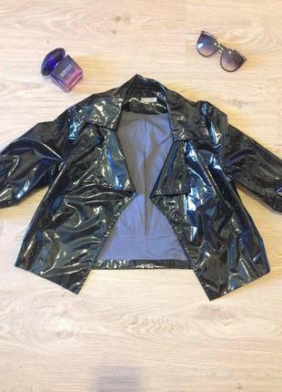Лакированная курточка