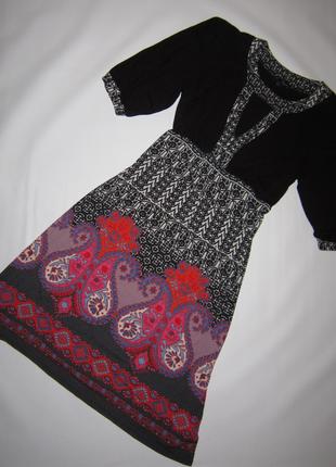 Яркое платье с орнаментом