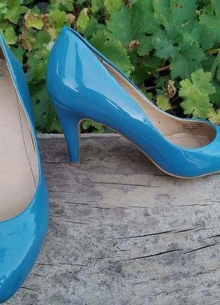Классические женские туфли лодочки
