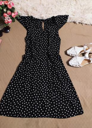 Черное платье в белый горох