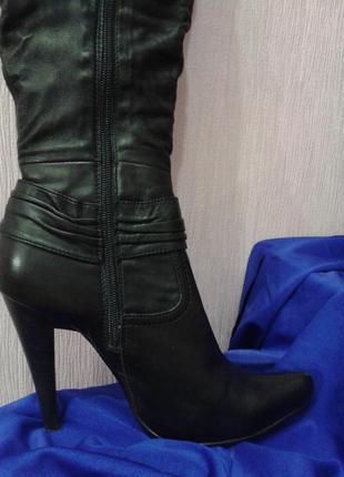 Чёрные модельные кожаные сапоги medea2