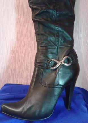 Чёрные модельные кожаные сапоги medea3