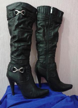 Чёрные модельные кожаные сапоги medea4