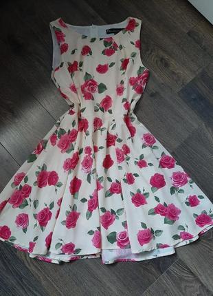 Платье с цаетами
