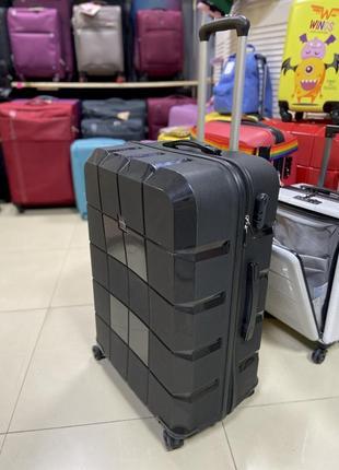 Большой чемодан из полипропилена. турция